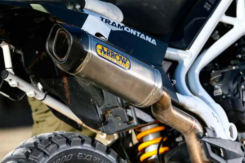 Impresiona La exclusiva Triumph Tiger 800 Tramontana. Escape